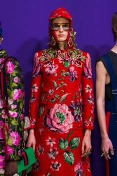 Gucci Fall 2017 Fashion Show Backstage - The Impression Gucci Fashion, Fashion 2017, Fashion News, Girl Fashion, Milan Fashion, Ibiza, Gucci Fall 2017, Kids Fashion Show, Cool Coats