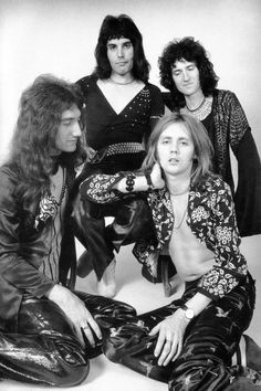 I'm John Deacon in this picture lmao Die Queen, Queen Love, Save The Queen, Rock Queen, Queen Queen, John Deacon, Queen Photos, Queen Pictures, Queen Images