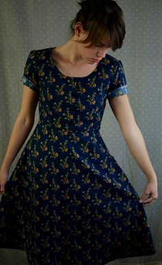 The Best Dress in the World // Size 8 van LetsBacktrack op Etsy