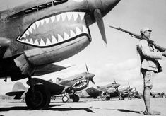 A Chinese soldier guards American P 40 Fighter planes (Flying Tigers) in volunteer units, AVG (American Volunteer groups) that fought on the side of China against the Japanese. Aircraft Photos, Ww2 Aircraft, Military Aircraft, Nose Art, Pearl Harbor, Luftwaffe, Colorized Photos, Military History, Vintage Photographs