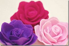Fabric bows and more- Website dedicated to fabric flowers, bows, everything hair craft related. With links to tutorials across the web.