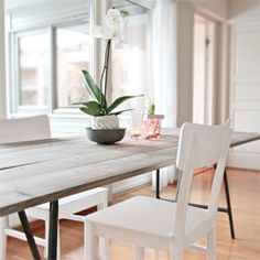 A beautiful DIY dining table. (via stylizimo blog)
