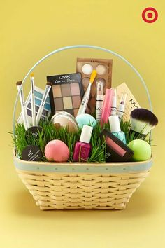Small gift ideas for tween teen girls easter baskets tween canasta con maquillaje negle Gallery