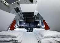 #Schweden #Jumbo-Hostel  Haben Sie schon geträumt in einem Cockpit zu schlafen? Oder sehen wo die Black-Box ist und auch dort schlafen? Jetzt ist es möglich: ein Boeing 747 am Stockholm Flughafen wurde in einem Hostel umgebaut. Mehrere Zimmer und Suiten sowie ein Café-Bar sind das perfekte Ort, um auf den nächsten Flug zu warten oder sogar zu heiraten!