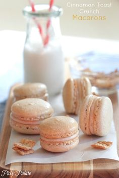 Sharing our favorite easy macaron recipe today! These Cinnamon Toast Crunch Macarons are such a cute and yummy dessert idea! They're simple, sweet. Baking Recipes, Cookie Recipes, Dessert Recipes, Just Desserts, Delicious Desserts, Yummy Food, Tea Cakes, Kouign Amman, Dessert Mousse