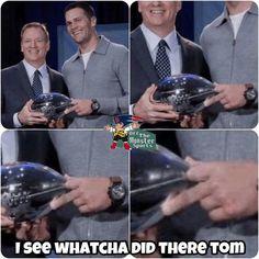 Brady's way of saying Ty to Roger Goodell,lmao. Nfl Memes, Football Memes, Sports Memes, Football Season, Sports Signs, Sport Football, Patriots Team, New England Patriots Football, Funny Sports Pictures
