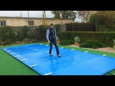 Swimming pool cover security has been designed to protect the pool all year round, both summer and winter. Backyard Pool Designs, Small Backyard Pools, Swimming Pools Backyard, Swimming Pool Designs, Pool Landscaping, Pool Spa, Cloudy Pool Water, Swiming Pool, Pool Enclosures