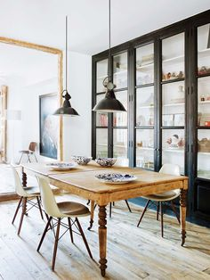 How to Make Your Old Furniture Look New Again. Refurbishing Furniture: Rustic dining room with vintage wood dining table and chairs Dining Table Chairs, Dining Room Furniture, Home Furniture, Dining Rooms, Dining Area, Furniture Design, Home Living Room, Living Room Decor, Salon Interior Design