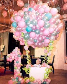 Este posibil ca imaginea să conţină: 1 persoană Balloon Decorations, Birthday Party Decorations, Baby Shower Decorations, Baby Girl 1st Birthday, Unicorn Birthday Parties, Deco Ballon, Deco Originale, 1st Birthdays, Balloons