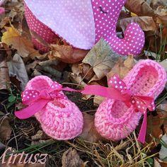 Mirtusz Melinda (@mirtusz_szivderito_alkotasok) • Instagram-fényképek és -videók Baby Shoes, Kids, Instagram, Young Children, Boys, Baby Boy Shoes, Children, Boy Babies, Child