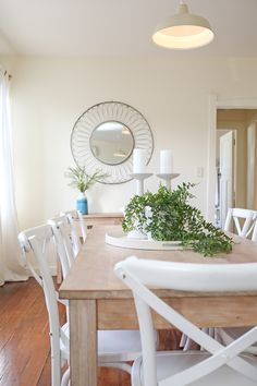 Shabby chic, coastal, beach style, Hamptons, dining room, white cross back dining chairs