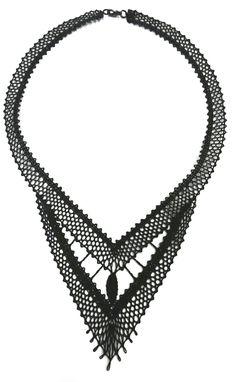 Souprava 16 445 - černá | Vamberecká krajka Lace Jewelry, Jewelery, Handmade Jewelry, Lace Art, Bobbin Lace, Wool Yarn, Refashion, Lace Detail, Creations