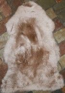 Home Decor Lambskins - Natural home Sheepskins. Natural lambskins for Home decor use. Brighten a Home with a natural lambskin rug