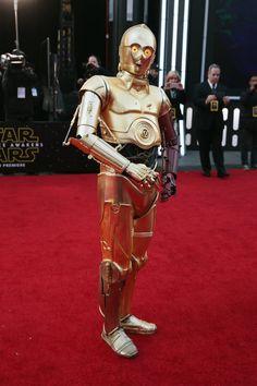 Pin for Later: La Force Était Avec les Acteurs Lors de L'avant Première Mondiale de Star Wars C-3PO