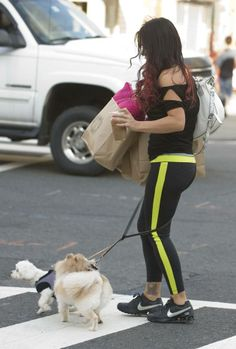 JWOWW crosses the street despite being tangled in the dog's leash.