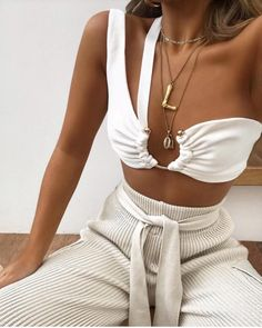 best pool party outfits for miami summer 2019 Fashion Blogger Style, Look Fashion, Fashion Beauty, Fashion Outfits, Fashion Tips, Fashion Trends, 2000s Fashion, Retro Fashion, Edgy Summer Fashion