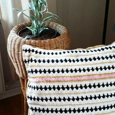 Black and white crochet design pillow made by puurcreatief