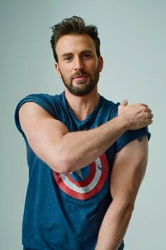 Welcome to beardedchrisevans! I post Captain America & all things Chris Evans. Here you will find daily updates including photos, videos, appearances, and all things Chris. Steve Rogers, Capitan America Chris Evans, Chris Evans Captain America, Robert Evans, Christopher Evans, Man Thing Marvel, Marvel Actors, Robert Downey Jr, Chris Hemsworth