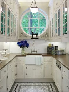 Those high windows!! It is a butler's pantry, but it could be my kitchen.