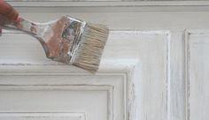 Souffle de jouvence des meubles anciens en bois, la patine est souvent perçue comme une solution miracle. Encore faut-il la maîtriser et ne pas tomber dans les travers les plus communs. Voici nos clefs pour les contourner...