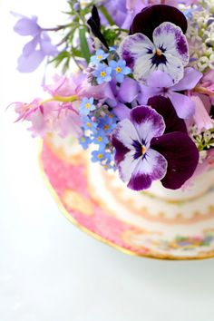 ...teacup of flowers -- madeliefje-madelief.blogspot.nl ...