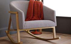 """Ein Schaukelstuhl in modernem Gewand - das ist """"Ryder"""", ein stylisher Lounge-Chair mit Schaukelkufen aus massiver Esche. Der Schaukler bringt einen..."""