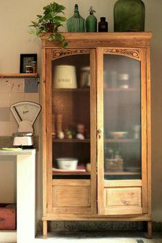 Y por supuesto que son multifuncionales, además de elegantes, decorativas, salvadoras de cachivaches, almacenaje de sueños, escaparate de e...