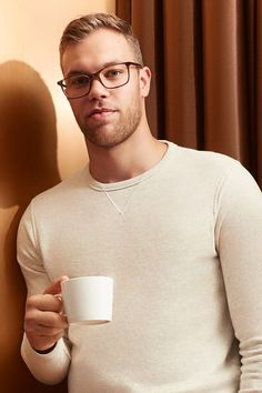 Taylor Hall wears Andrews Dune. These are high-performance glasses designed by Taylor and made for you. If you have a wide face shape, then these are sure to fit you well: we've elongated the temple arms so that they rest comfortably on your face.
