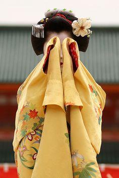 Maiko (apprentice Geisha) performing a dance in Japan.