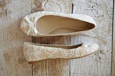 Flache Ballerinas für die Braut aus Spitze. Creme ivory beige