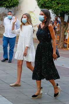 Doña Letizia recicla su seductor conjunto lencero de microestrellas - Foto 3 Rey, Royalty, Spanish, Letizia Ortiz, Queen Letizia, Royal Families, Princesses, Reign