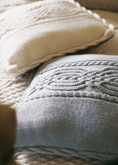 Cable Cushion Cover- Free knitting pattern