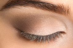 41 Trendy simple bridal makeup tutorial eye make up - Makeup Tutorial Smokey How To Apply Eyeshadow, Matte Eyeshadow, Colorful Eyeshadow, Makeup Trends, Brown Eyeshadow Looks, Simple Bridal Makeup, Makeup For Older Women, Make Up Tricks, Easy Tricks