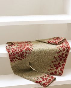 Ravelry: Florarium Sweater pattern by Teti Lutsak Sweater Knitting Patterns, Knit Patterns, Crochet Yarn, Crochet Hooks, Crochet Birds, Crochet Animals, Laine Rowan, Punto Fair Isle, Lang Yarns