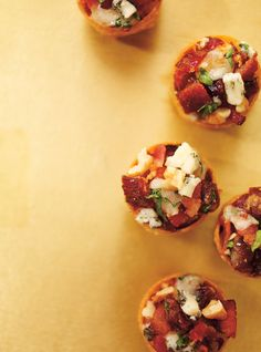 Ricardo& recipe: Bacon, Date and Blue Cheese Cups Bite Size Appetizers, Holiday Appetizers, Appetizer Recipes, Tapas, Bacon Dates, Fingers Food, Ricardo Recipe, Date Recipes, No Salt Recipes