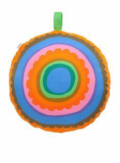 Lappuliisa-tyyny (sin, vihr, orange, pink) |Sisustustuotteet, Olohuone, Sisustustyynyt ja tyynynpäälliset | Marimekko