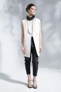 Brunello Cucinelli - Spring Summer 2016 Ready-To-Wear - Shows - Vogue. Fashion Moda, Petite Fashion, Fashion Show, Fashion Outfits, Womens Fashion, Fashion Design, Spring Summer 2016, Spring Summer Fashion, Fall 2015