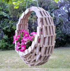 20 Fabulous DIY Garden Art Projects for This Spring - Hanging Flower Baskets, Basket Planters, Hanging Planters, Planter Ideas, Hanging Chair, Outdoor Projects, Garden Projects, Art Projects, Backyard Projects