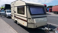 Vand rulota marca Bergland, adusa din Olanda, care detine o greutate proprie de 665 kg, MMA 1100 kg si cu an de fabricatie 1988. Recreational Vehicles, Camper, Campers, Single Wide