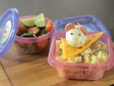 Receta de Ratóncito de Huevo sobre Pasta y Ensalada