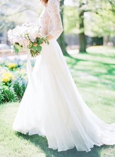 Flowing wedding dres