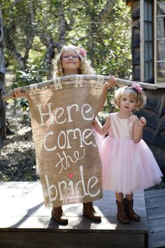 Pretty cute sign bearers ~  Photography by Christa and Ivy