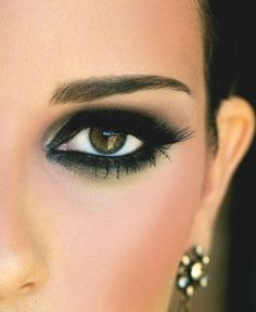 Eye makeup is a fundamental element of make-up, which is remarkably under-rated. Smokey eye makeup has to be accomplished accurately to be able to make you look stunning. A complete smokey eye make… Eye Makeup Tips, Love Makeup, Makeup Looks, Hair Makeup, Black Makeup, Gorgeous Makeup, Pretty Makeup, Makeup Contouring, Awesome Makeup