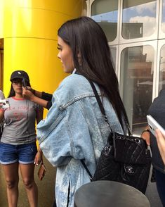Another photo of Madison with fans outside of her hotel in New York yesterday! #MadisonBeer (August 18th, 2016) ~ Mirna