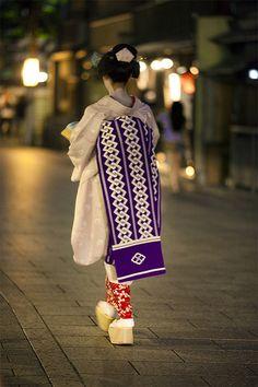 one evening in Gion #11 | Maiko (apprentice geisha) Takasuzu… | Flickr - Photo Sharing!