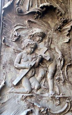 LITERATURA & RIO DE JANEIRO: IGREJAS HISTÓRICAS DO CENTRO DO RIO (Parte 1)  Porta de bronze (detalhe)IGREJA DE NOSSA SENHORA DA CANDELÁRIA Praça Pio X