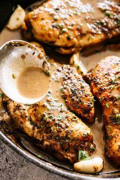 creamy garlic chicken Creamy Garlic Sauce Chicken - Tender chicken breasts smothered in a mouthwatering creamy garlic sauce!This quick and tasty Creamy Garlic Sauce Chicken is sup Garlic Sauce For Chicken, Chicken Sauce Recipes, Creamy Garlic Sauce, Creamy Garlic Chicken, Easy Chicken Dinner Recipes, Keto Chicken, Butter Chicken, Garlic Butter, Healthy Chicken