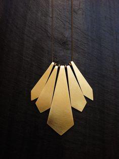 Collier Plume géométrique handcut-par par LoopHandmadeJewelry