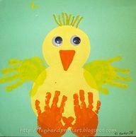 Pollito formado con manos :)