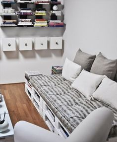 Change the colours and I love it, I love it, I love it! NB: Book/mag storage underneath.   Comfortable Pallet Sofa for Your Lounge